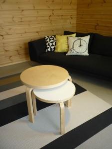 Pöydät ja sohva Honka Lumessa.